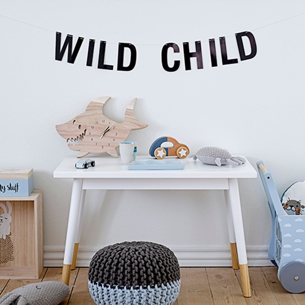 table enfant scandinave bloomingville en pin blanc et naturel decoclico. Black Bedroom Furniture Sets. Home Design Ideas