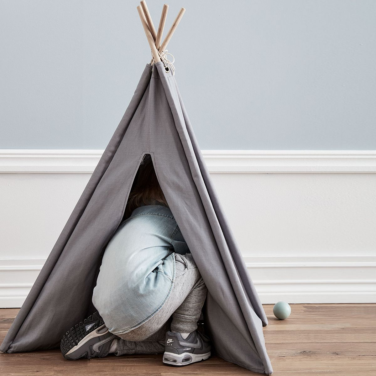 mini tipi en tissu gris et bois naturel kid s concept. Black Bedroom Furniture Sets. Home Design Ideas