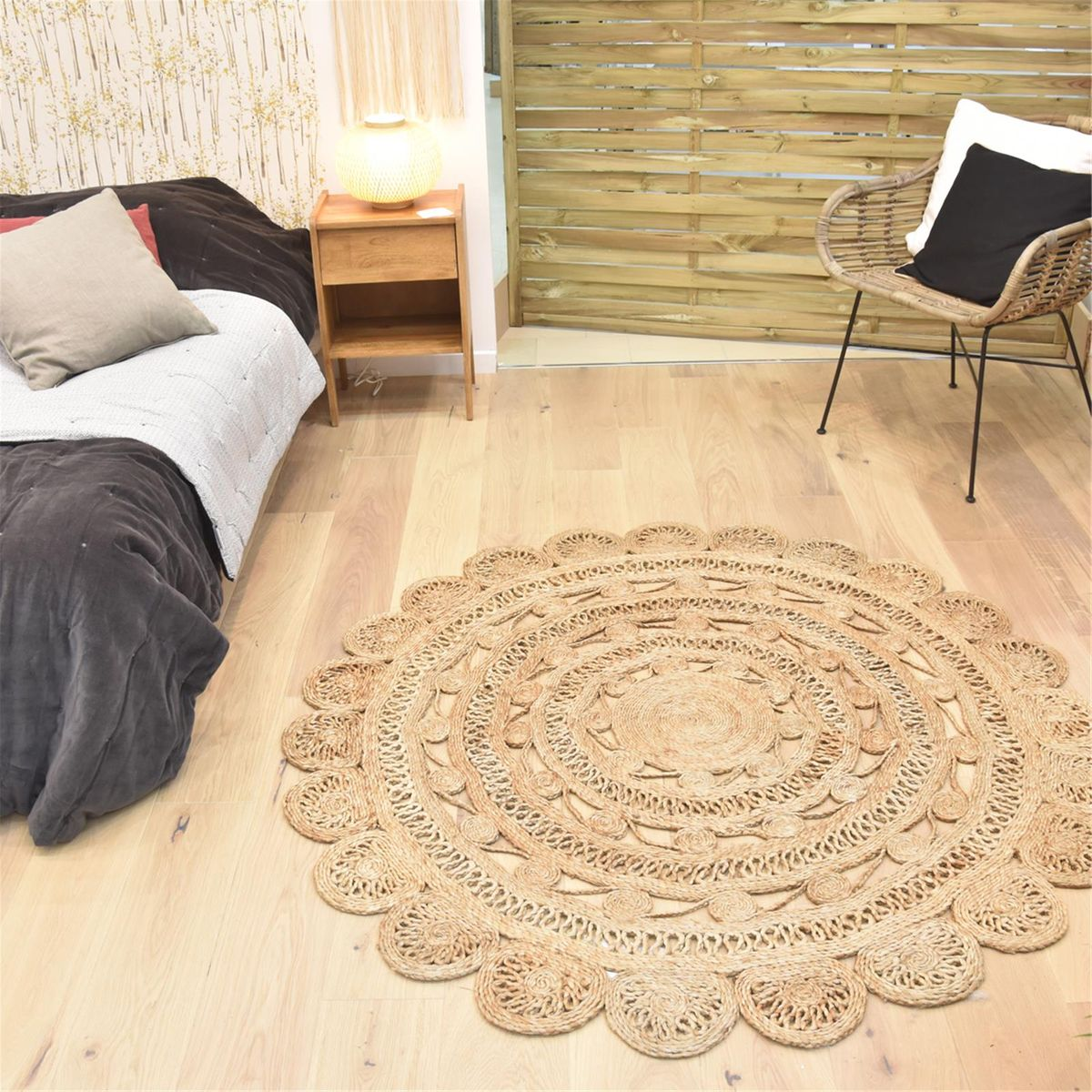 tapis rond en jute naturel tiss main fleur d150 cm decoclico. Black Bedroom Furniture Sets. Home Design Ideas