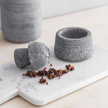 Mortier et pilon en granite gris