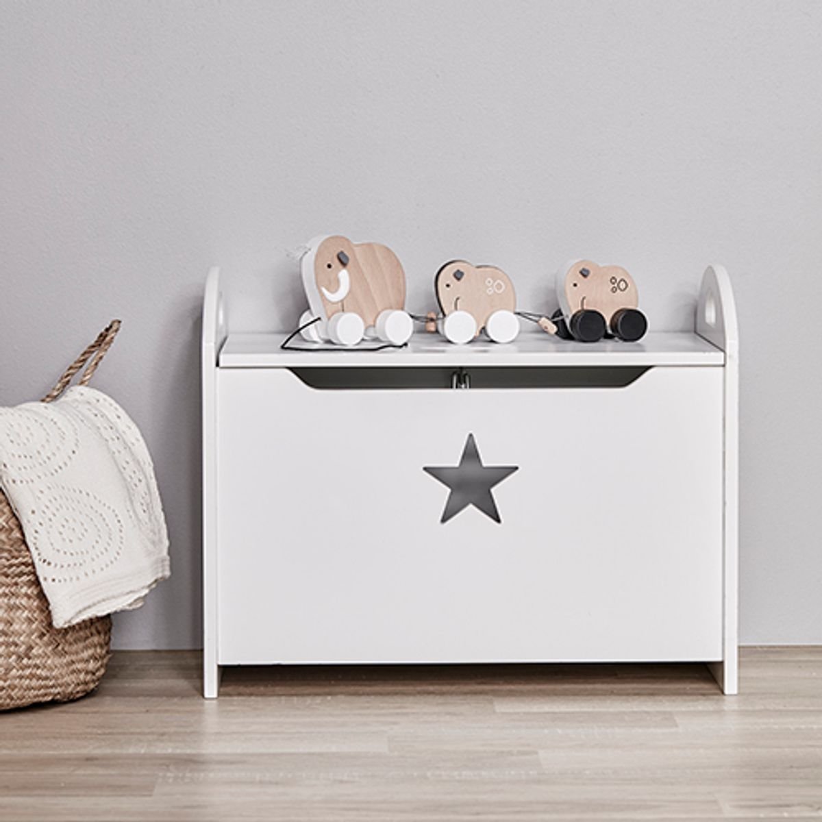 banc coffre jouet en bois star blanc kid 39 s concept. Black Bedroom Furniture Sets. Home Design Ideas
