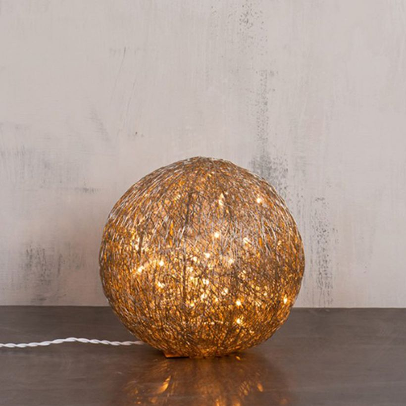 lampe d 39 ambiance boule lumineuse en m tal tress chehoma decoclico. Black Bedroom Furniture Sets. Home Design Ideas