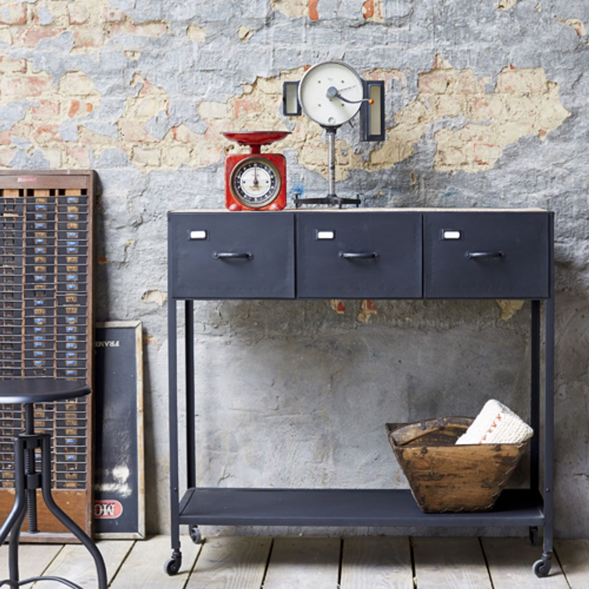 console en m tal noir plateau manguier 3 tiroirs industriel decoclico. Black Bedroom Furniture Sets. Home Design Ideas