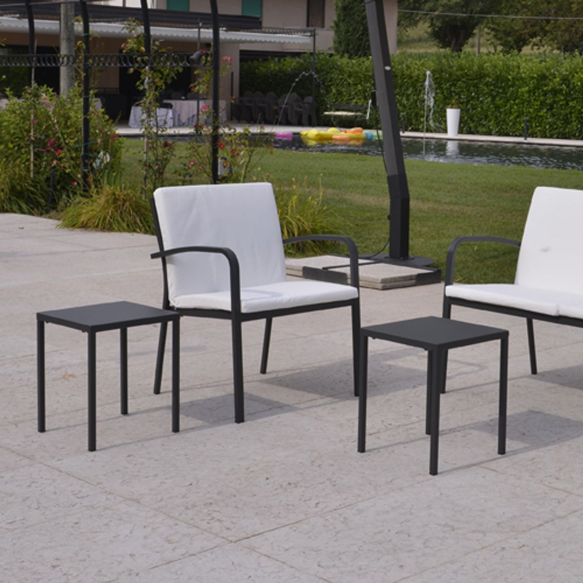 fauteuil de jardin acier et accoudoirs dorio rd italia blanc decoclico. Black Bedroom Furniture Sets. Home Design Ideas