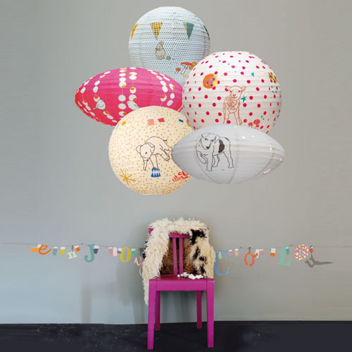lampion japonais en papier mimi lou decoclico. Black Bedroom Furniture Sets. Home Design Ideas