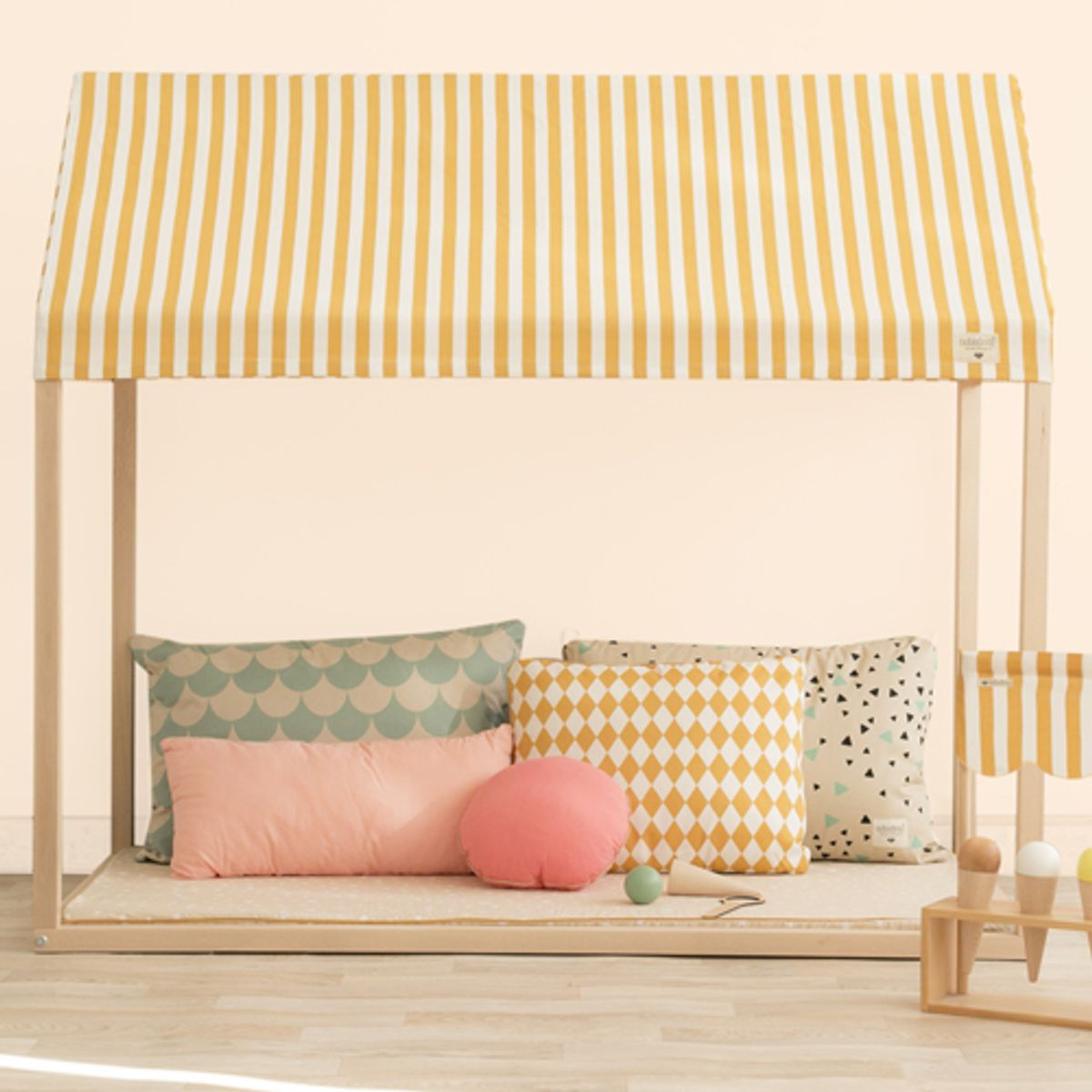 Cabane en bois et coton Ibiza home Honey stripes Nobodinoz