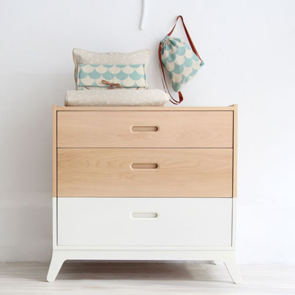 commode nobodinoz en bois naturel et blanc 3 tiroirs horizon decoclico. Black Bedroom Furniture Sets. Home Design Ideas