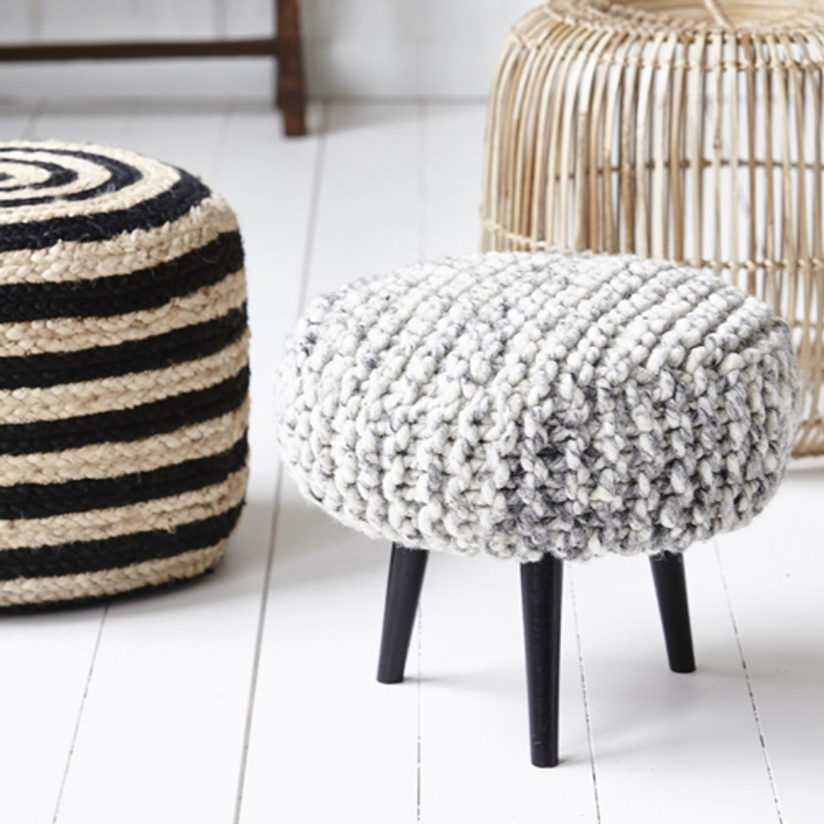 pouf tabouret tr pied laine tricot e gris chin house doctor decoclico. Black Bedroom Furniture Sets. Home Design Ideas