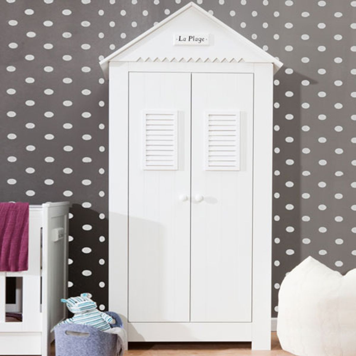 armoire penderie enfant cabine plage bois blanc 2p marsylia pinio decoclico. Black Bedroom Furniture Sets. Home Design Ideas