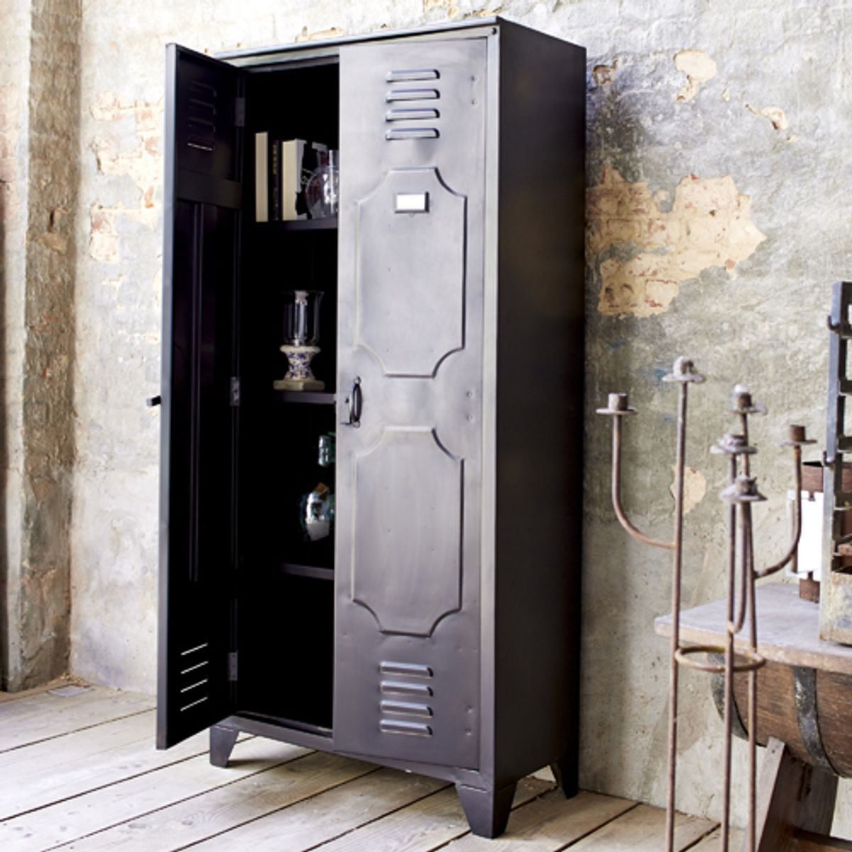 armoire 2 portes et 8 casiers en m tal noir industriel decoclico. Black Bedroom Furniture Sets. Home Design Ideas
