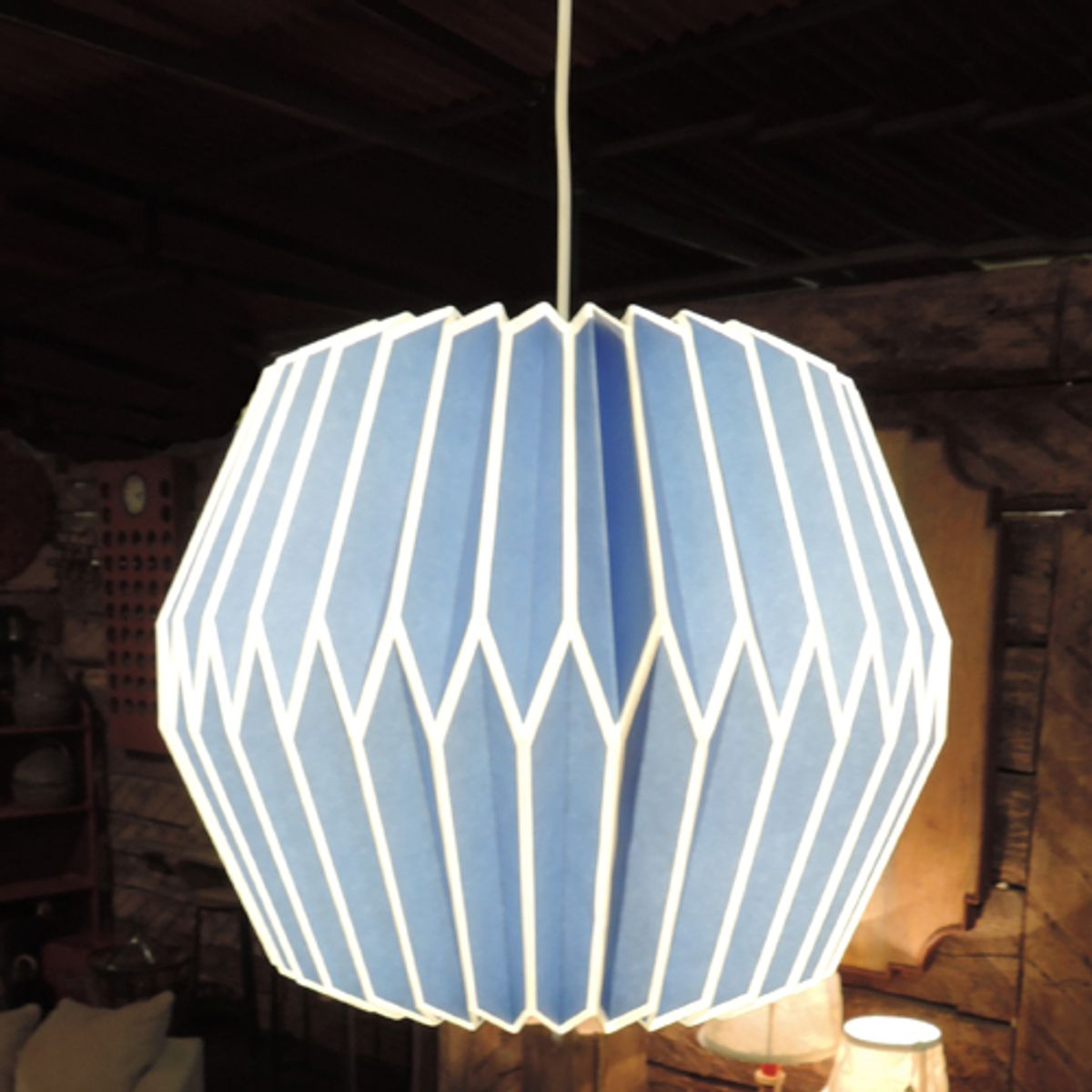 Suspension en papier pliss origami chehoma decoclico for Suspension luminaire papier