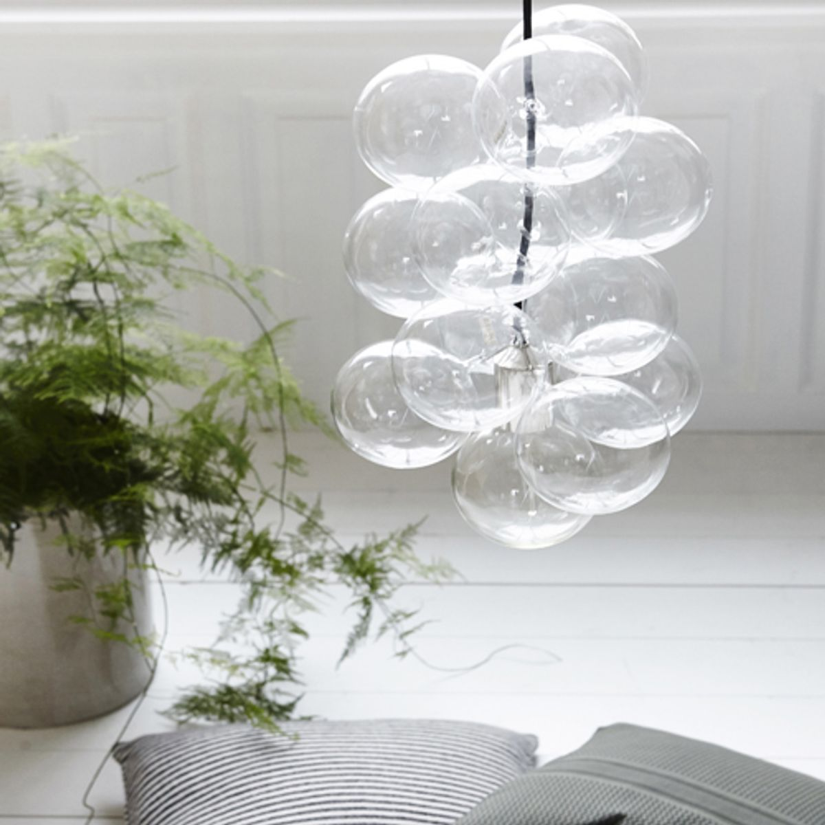 lustre suspension en grappe 12 boules en verre diy house. Black Bedroom Furniture Sets. Home Design Ideas