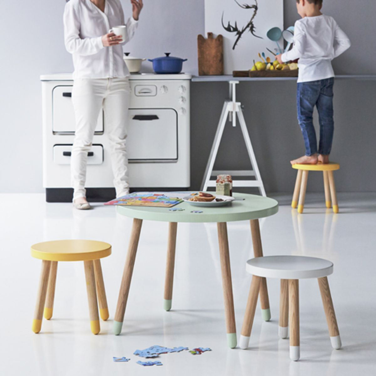 tabouret bas en bois pour enfant flexa play blanc decoclico. Black Bedroom Furniture Sets. Home Design Ideas