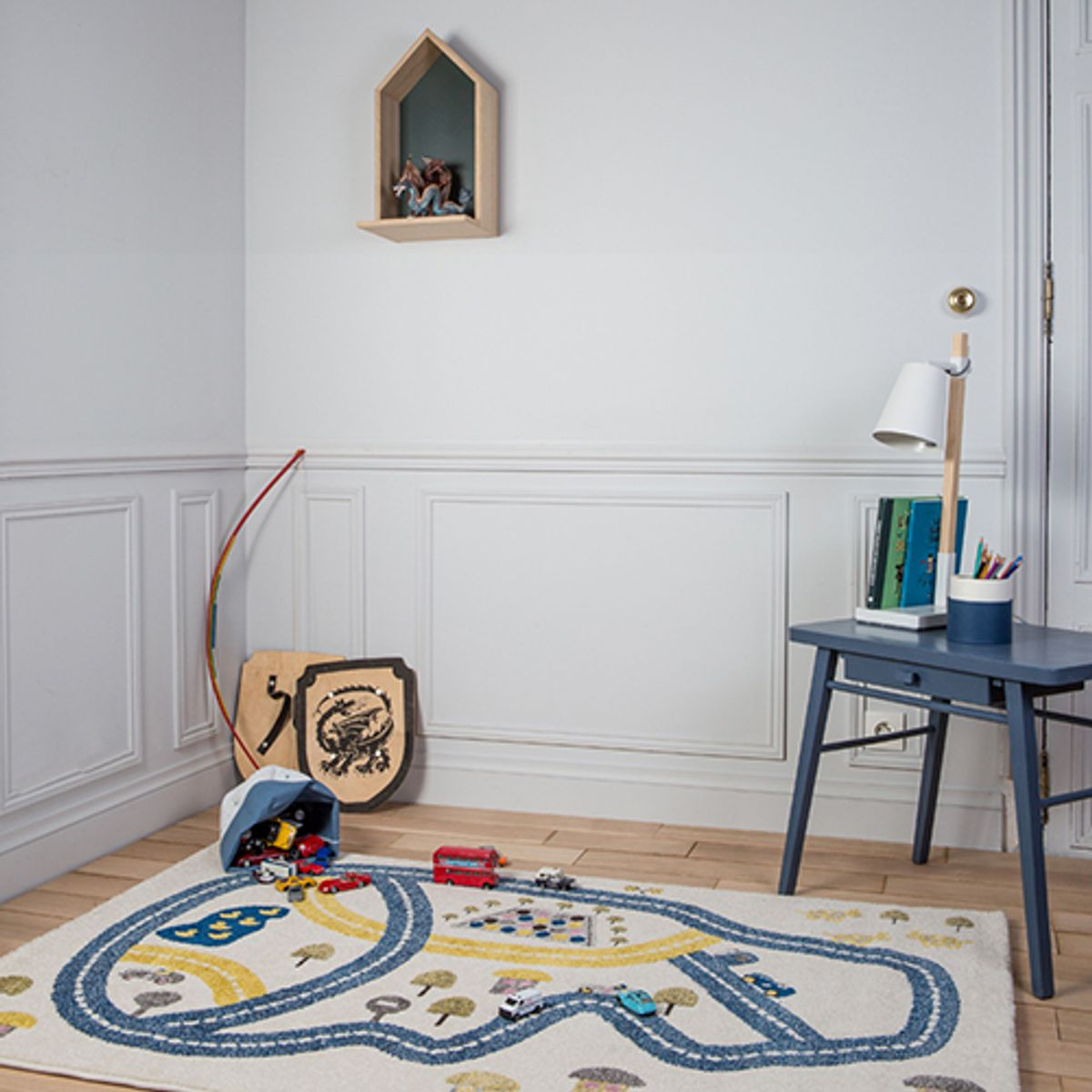 tapis enfant en polypropyl ne cru et bleu circuit artforkids decoclico. Black Bedroom Furniture Sets. Home Design Ideas